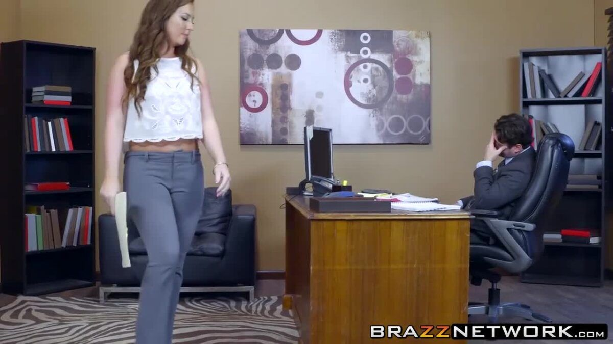 Patrão fazendo sexo com a vadia sem vergonha da secretária
