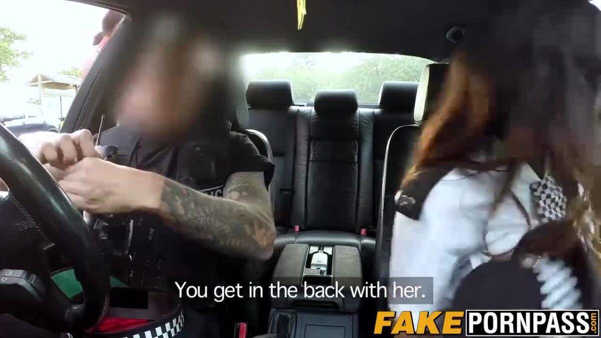 Policial dando uma rapidinha com casal de namoradas no meio do mato